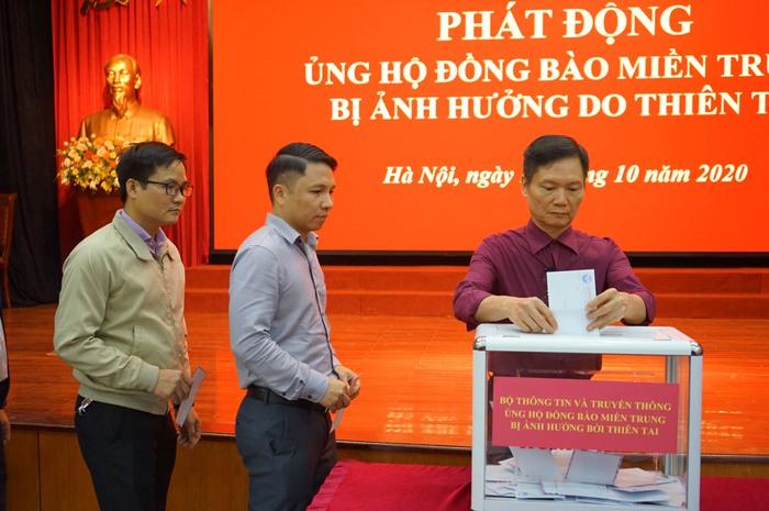 Bộ TT&TT tổ chức khuyên góp ủng hộ đồng bào miền Trung - Ảnh 5.