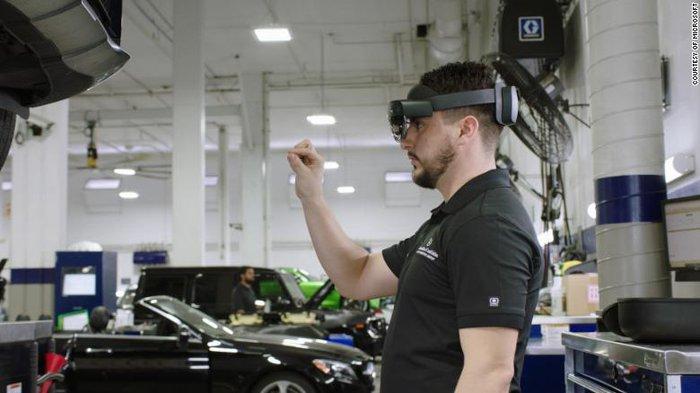 HoloLens có thể giúp sửa chữa ô tô như thế nào? - Ảnh 1.