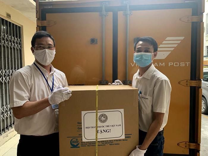 Doanh nghiệp bưu chính khẩn trương hỗ trợ chuyển phát hàng hoá thiết yếu - Ảnh 2.