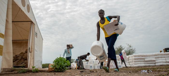 WHO, UNHCR hỗ trợ dịch vụ y tế cho người di cư trong đại dịch Covid-19 - Ảnh 1.