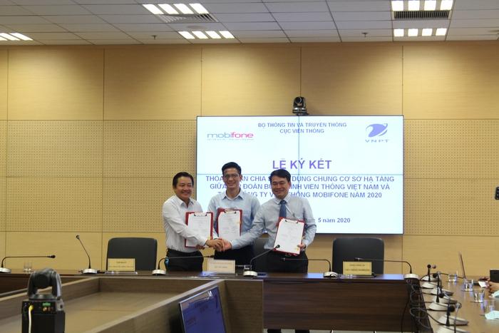 Lễ ký kết hợp tác phát triển và sử dụng chung cơ sở hạ tầng viễn thông giữa VNPT và Mobifone - Ảnh 2.