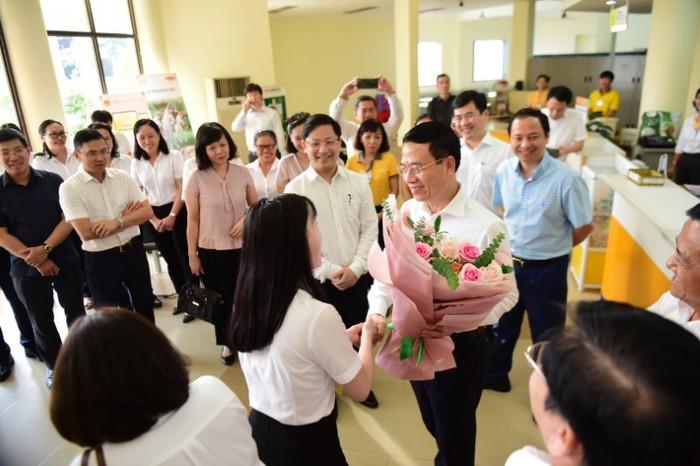 Bộ trưởng TT&TT Nguyễn Mạnh Hùng: 'Chuyển đổi số bắt đầu từ các vấn đề cụ thể ở địa phương' - Ảnh 2.