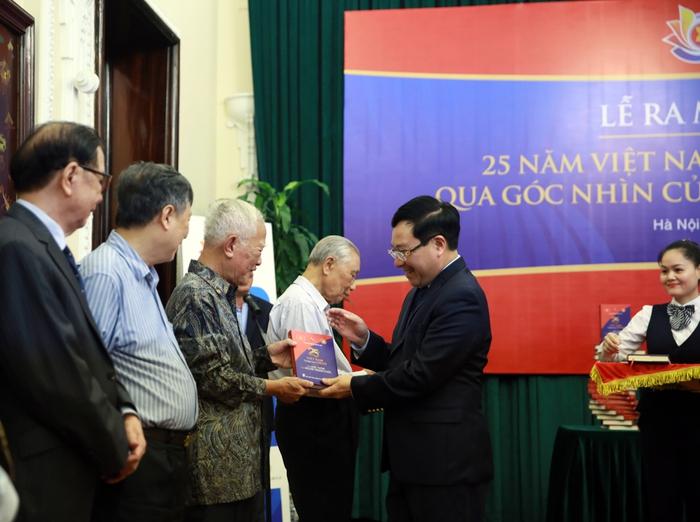 Việt Nam tham gia ASEAN - góc nhìn người trong cuộc - Ảnh 1.