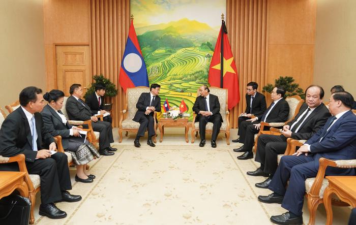 Thủ tướng Chính phủ Nguyễn Xuân Phúc tiếp Thủ tướng Chính phủ Lào Thongloun Sisoulith - Ảnh 1.