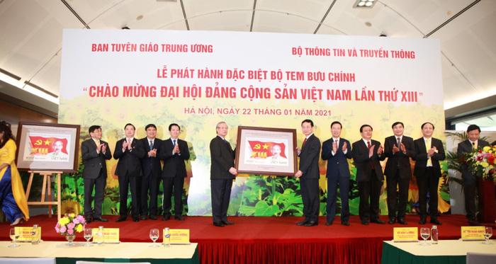 Phát hành đặc biệt bộ tem bưu chính chào mừng Đại hội Đảng lần thứ XIII - Ảnh 2.