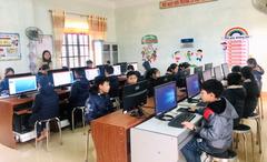 Tập đoàn công nghệ CMC tặng 110 bộ máy tính cho học sinh vùng lũ