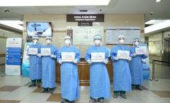 Những hình ảnh truyền cảm hứng của đội ngũ y tế mọi miền giữa tâm dịch Covid-19