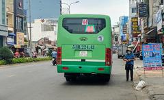"""TP.HCM tạm dừng 54 tuyến xe buýt để """"chiến đấu"""" với Covid-19, người dân đi lại khó khăn hơn nhưng vui vẻ chấp nhận"""