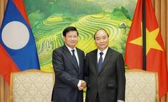 Thủ tướng Chính phủ Nguyễn Xuân Phúc tiếp Thủ tướng Chính phủ Lào Thongloun Sisoulith