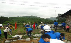 Xây nhà tiêu hợp vệ sinh tại khu vực miền núi, vùng DTTS