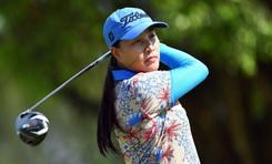 Golfer Nguyễn Thị Vân Anh nhận giải thưởng Golfer nữ xuất sắc nhất trên Vhandicap.