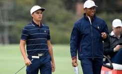 Rickie Fowler xem The Masters cùng Tiger Woods