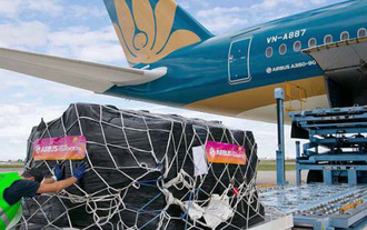 """Bưu điện """"bắt tay"""" Vietnam Airlines kịp thời chuyển hàng hóa mùa dịch"""